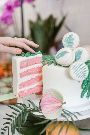 Gender reveal cake with pink inside