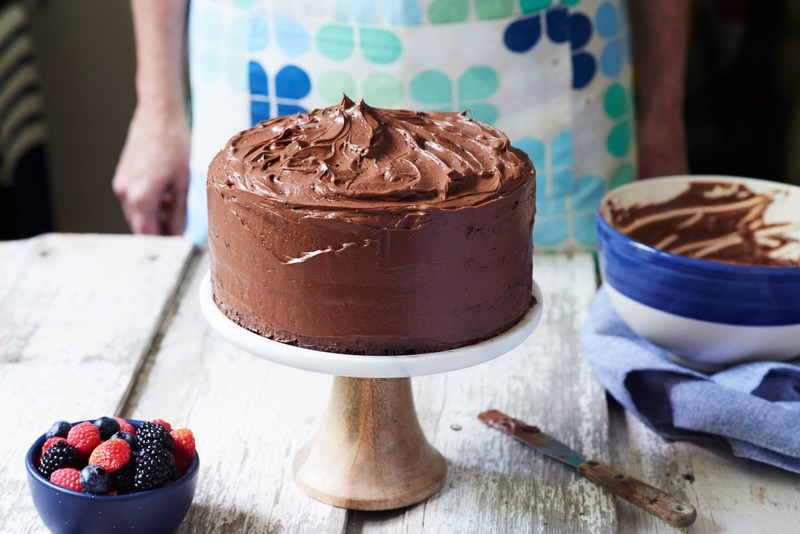 frosting chocolate cake