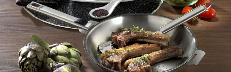 Cristel frying pan with handle and ribs