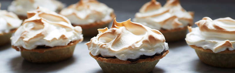 Chocolate meringue tart hero