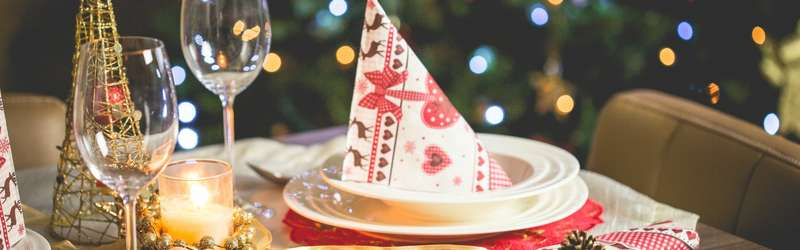 Holiday party playlist 1584x846 pexels