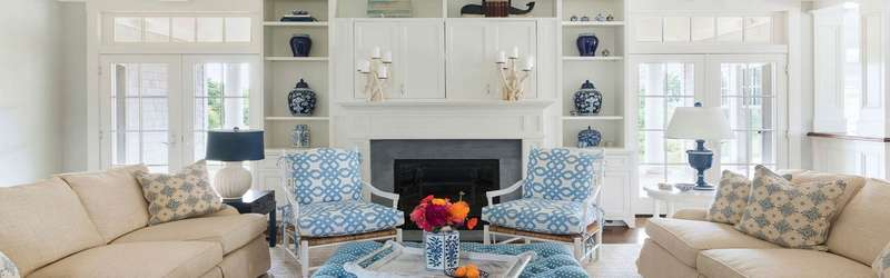 Living room with blue and white Chinoiserie interior design