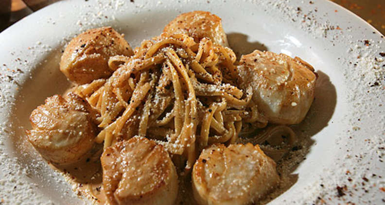 Linguine in Spicy Chipotle Cream Sauce With Seared Sea Scallops