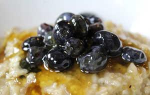 Blueberries fermented in honey