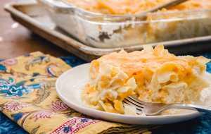 Macaroni and cheese casserole