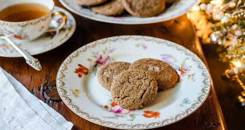 Spicy Golden Gingersnap cookies