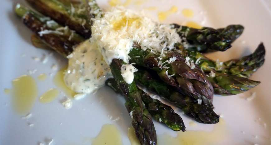 Seared asparagus with easy aioli