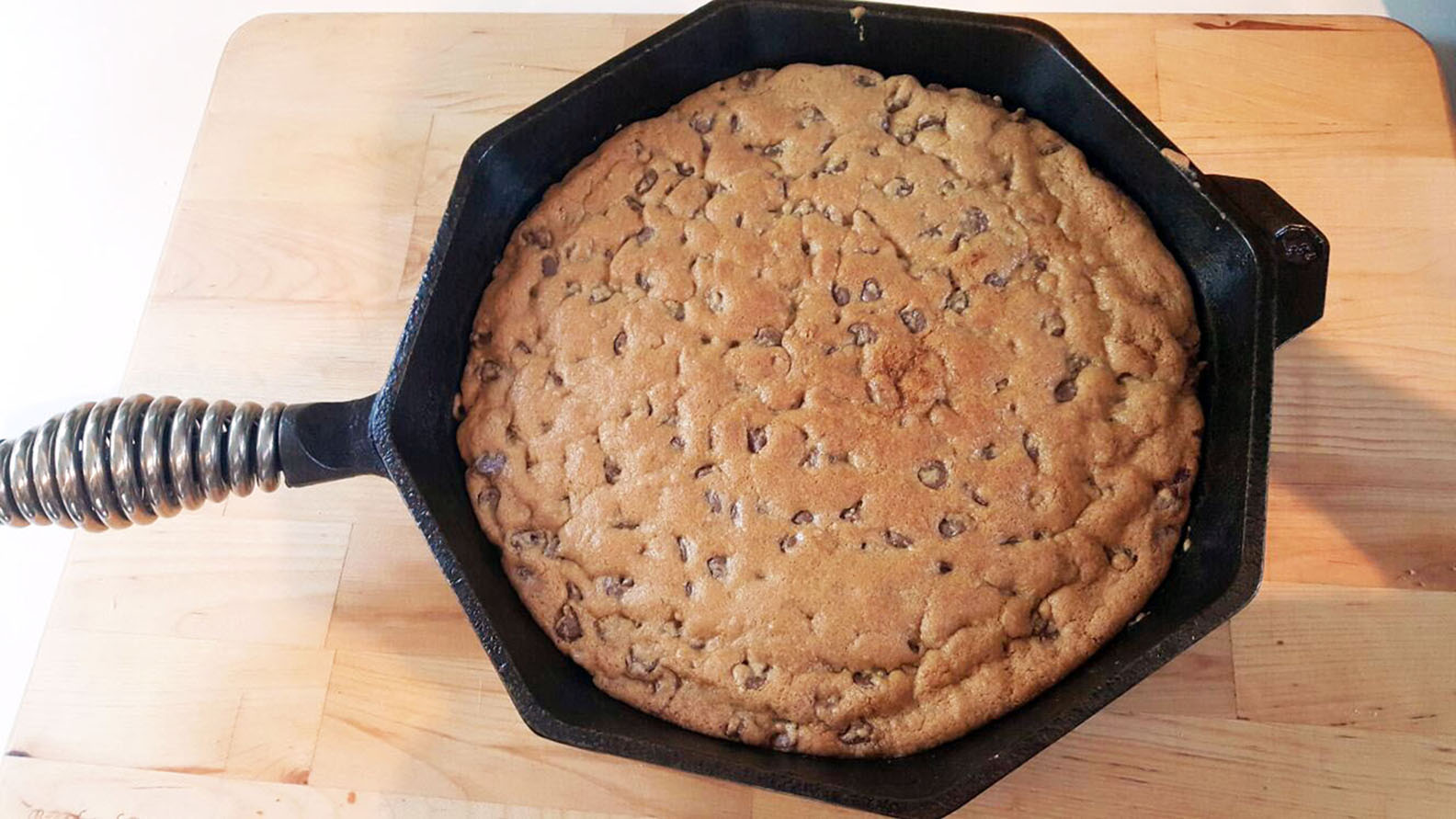 Cast Iron Chocolate Chip Cookie