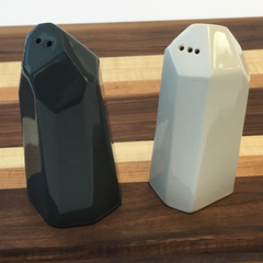 Bean and bailey salt and pepper shakers 2