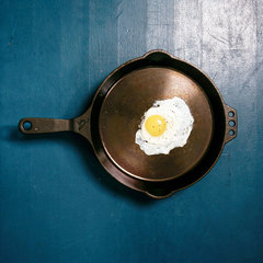 Egg inside Smithey no. 12 Cast Iron Skillet