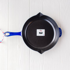 top of 10 inch dark blue fry pan from staub