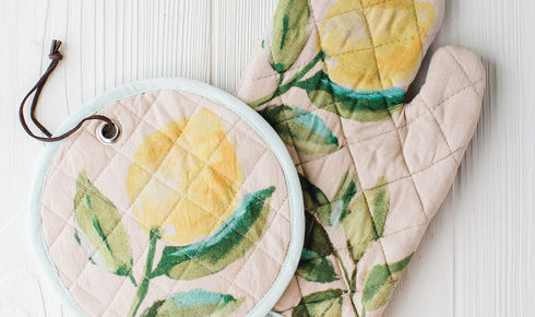 lemon printed on cotton hot mitt and pot holder from creative co-op