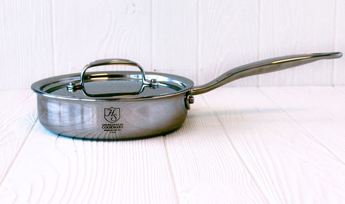 stainless steel saucepan with lid on top from hammer stahl