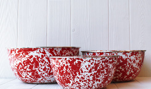 three red splatter patterned enamel mixing bowls from crow canyon home
